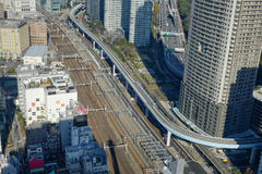 Shinkansen pociska pociągu ślad przy Tokio stacją, Japonia Obraz Stock