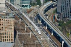 Shinkansen在东京驻地,日本的高速火车trak看法  库存图片