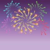 Shinning färgrika stjärnklara fyrverkerier på natthimmel Royaltyfri Fotografi