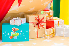Shinny Christmas Tree and presents, abstract background Royalty Free Stock Photos