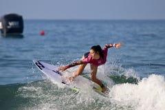 Shino Matsuda состязаясь в США раскрывает серфинга 2018 стоковые изображения
