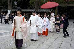 Shintoistische Hochzeitszeremonie am Meiji Schrein in Tokyo Stockfotos