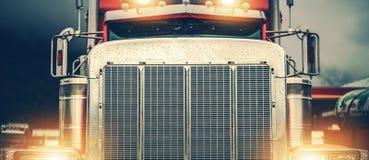 Free Shiny American Semi Truck Stock Images - 141013024