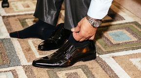 Shiny black men's shoes for the bride, lying on the floor Royalty Free Stock Photography
