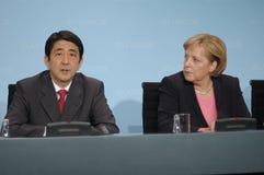 Shinzo Abe, Angela Merkel Fotos de archivo