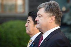 Shinzo Abe y Petro Poroshenko Fotos de archivo libres de regalías