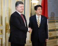 Shinzo Abe y Petro Poroshenko Foto de archivo libre de regalías