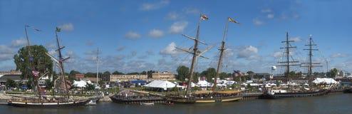 ship för segling för festivalpanorama högväxt panorama- Arkivbilder