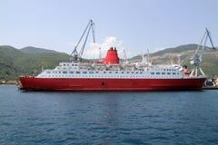 Ship i en port Arkivfoton