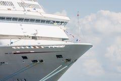 在巡航Ship.jpg弓的绳索  免版税库存照片