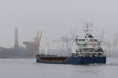 SHIP IN THE MISTY HARBOR Royalty Free Stock Photography