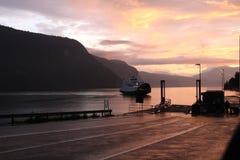 Ship på fjorden Arkivbilder