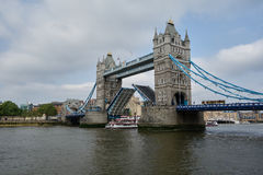 A ship passing underneath the Tower Bridge Royalty Free Stock Photos
