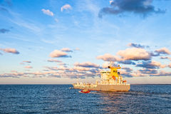 Ship with Pilot Boat Royalty Free Stock Photos