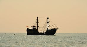 Ship sailing on the sea Royalty Free Stock Photos