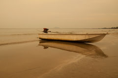 Ship. S bind to the sea beach in the evening Royalty Free Stock Photography