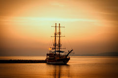 Ship silhouette at sunset Royalty Free Stock Photos