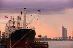 ship thailand för flod för chaobehållarephraya Arkivfoton