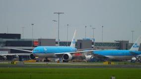 Shiphol-Flughafenverkehr stock video footage