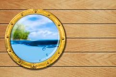 Shiphyttventil med tropisk liggande arkivfoto