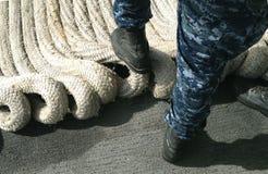 Shipmates военно-морского флота с веревочкой анкера Стоковое фото RF