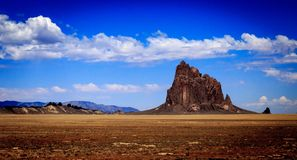 Shiprock im Abstand stockfotografie
