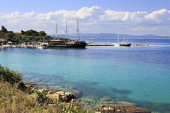 Ships in the harbor of Ormos Panagias Royalty Free Stock Photography