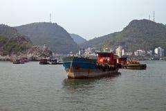 Ships near port Royalty Free Stock Photos