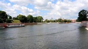 Shipstraffic no Rio Oder em Wroclaw - Polônia filme