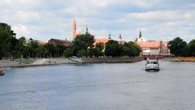 Shipstraffic no Rio Oder em Wroclaw - Polônia video estoque