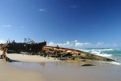 Shipwreck na ressaca fotografia de stock