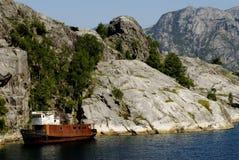 Shipwreck no fjord Imagem de Stock Royalty Free
