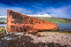 Shipwreck pozycja na wybrzeżu, Iceland Zdjęcia Stock