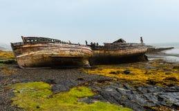 Shipwrecked Fischerboote auf der schottischen Insel von Mull lizenzfreies stockbild