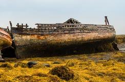 Shipwrecked Fischerboote auf der schottischen Insel von Mull lizenzfreie stockfotos