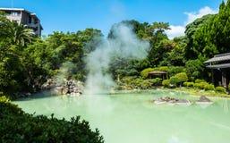 Shiraike Jigoku o inferno bianco dello stagno Immagine Stock