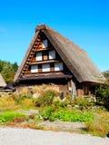 Shirakawa disparaissent, le Japon, 2015 Une des nombreuses maisons dans Shiragawa disparaissent Photo libre de droits