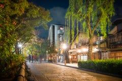 Shirakawa Dori em Gion District na noite, Kyoto, Japão fotografia de stock