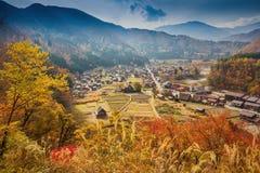 Shirakawa-går byn i den Gifu prefekturen, Japan Royaltyfri Fotografi