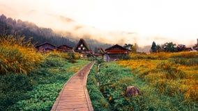 Shirakawa går byn i Japan Arkivbild