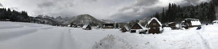 Shirakawa-ga dorp tijdens het sneeuwen op de winter royalty-vrije stock foto