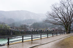 Shirakawa-knock-out ingång i en stormig dag Royaltyfri Bild