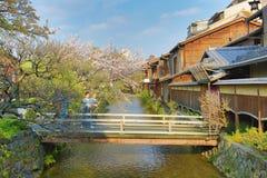 Shirakawa-minami Dori em Kyoto, Japão fotos de stock royalty free