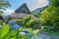 Shirakawa o Shirakawa-va, los pequeños pueblos históricos tradicionales en la estación de verano, Japón Fotos de archivo libres de regalías
