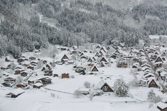 Shirakawago顶视图在日本的冬天 库存照片