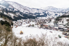 Shirakawago by i vintern Royaltyfria Bilder