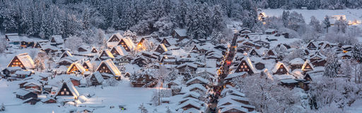Shirakawago licht-omhooggaand Panorama Stock Foto's