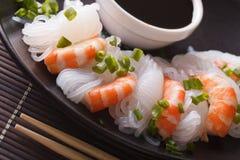 Shirataki с макросом креветок, chives и соевого соуса горизонтально Стоковое Изображение