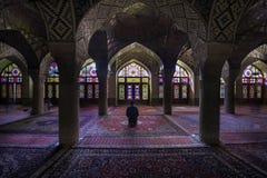 Shiraz Iran - Oktober 8, 2014: Nasir Al-Mulk Mosque i Shiraz, Iran, också som är bekant som rosa moské Royaltyfria Foton