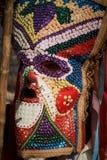 SHIROKA LAKA, BULGARIJE - MAART 5: De mensen gekleed in traditionele kostuums genoemd Kukeri vieren aankomst van de Lente met rit Royalty-vrije Stock Afbeelding